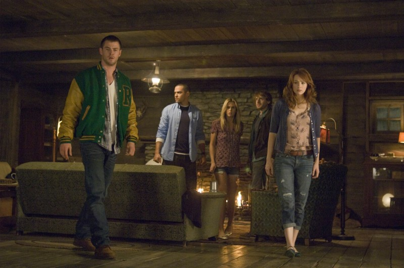 Chris Hemsworth, Jesse Williams, Anna Hutchison, Fran Kranz, Kristen Connolly ve filmu Chata v horách / The Cabin in the Woods