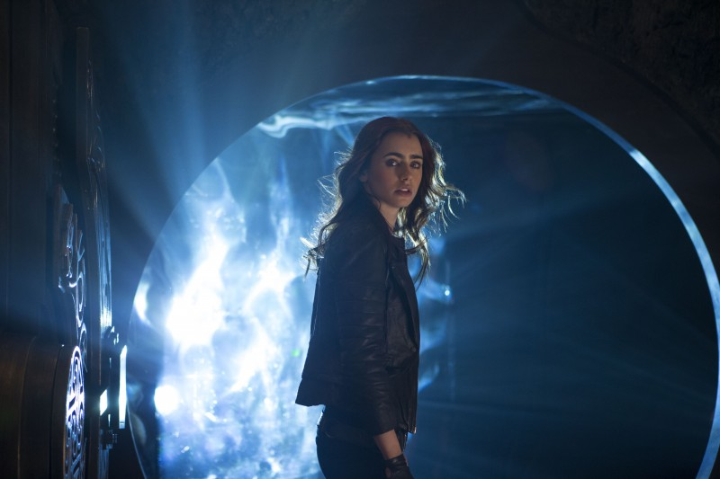 Lily Collins ve filmu Mortal Instruments: Město z kostí / The Mortal Instruments: City of Bones