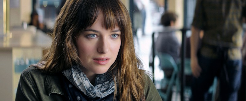 Dakota Johnson ve filmu Padesát odstínů šedi / Fifty Shades of Grey