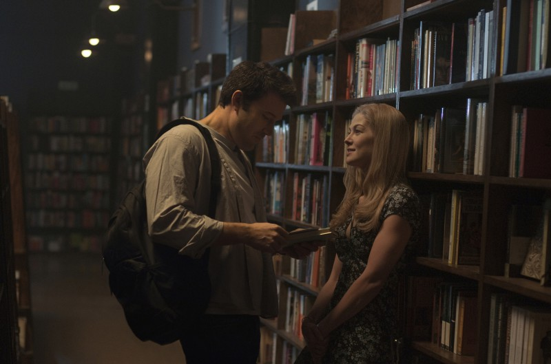 Ben Affleck, Rosamund Pike ve filmu Zmizelá / Gone Girl