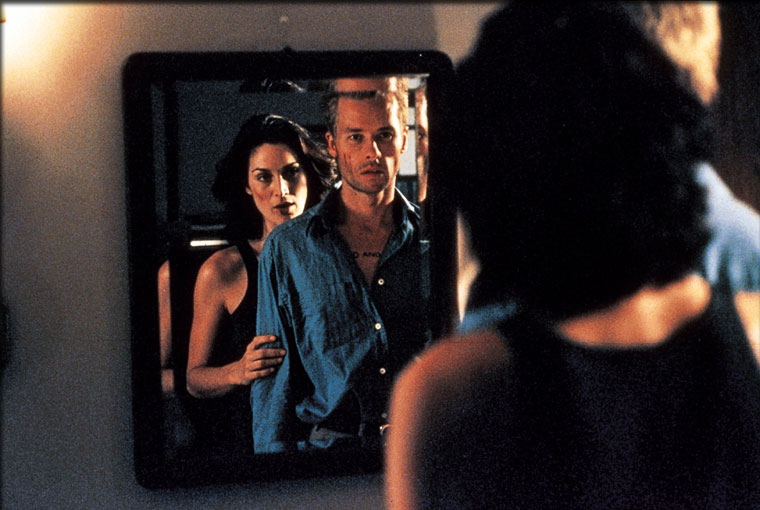 Carrie-Anne Moss, Guy Pearce ve filmu  / Memento