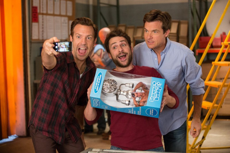 Jason Sudeikis, Jason Bateman, Charlie Day ve filmu Šéfové na zabití 2 / Horrible Bosses 2