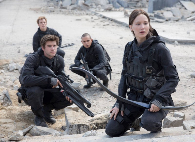 Jennifer Lawrence, Liam Hemsworth, Evan Ross, Sam Claflin ve filmu Hunger Games: Síla vzdoru 2. část / The Hunger Games: Mockingjay - Part 2