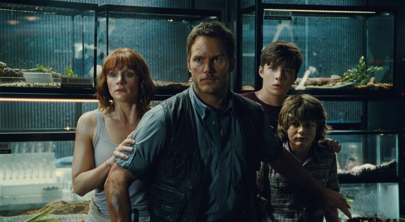Bryce Dallas Howard, Chris Pratt, Nick Robinson, Ty Simpkins ve filmu Jurský svět /