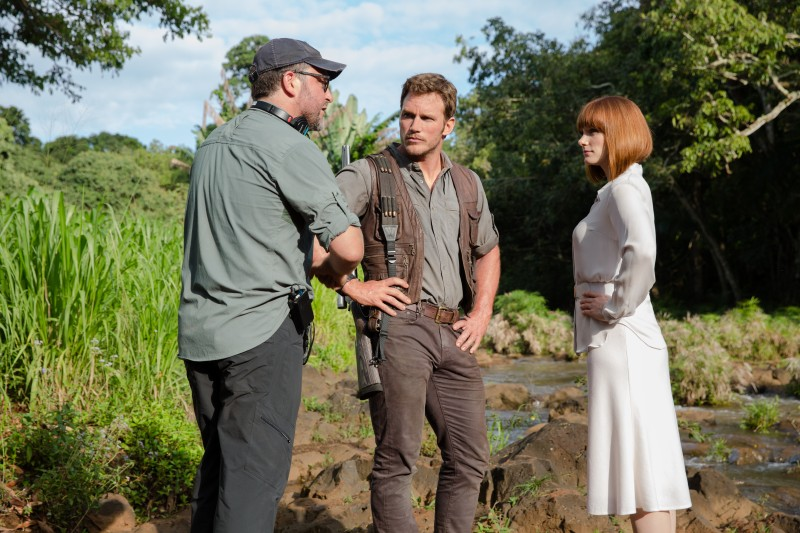 Colin Trevorrow, Chris Pratt, Bryce Dallas Howard ve filmu Jurský svět /