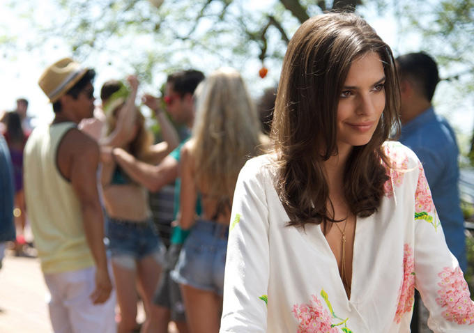 Emily Ratajkowski ve filmu We Are Your Friends / We Are Your Friends