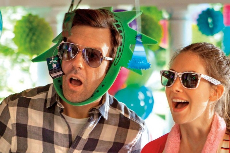 Jason Sudeikis, Alison Brie ve filmu Milenci těch druhých / Sleeping with Other People