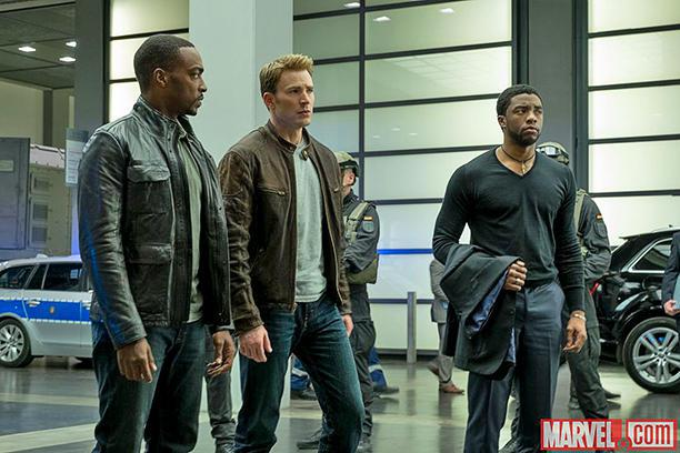 Chadwick Boseman, Chris Evans, Anthony Mackie ve filmu Captain America: Občanská válka / Captain America: Civil War