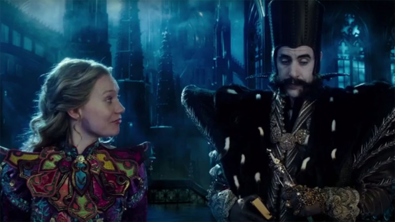 Mia Wasikowska, Sacha Baron Cohen ve filmu Alenka v říši divů: Za zrcadlem / Alice Through the Looking Glass