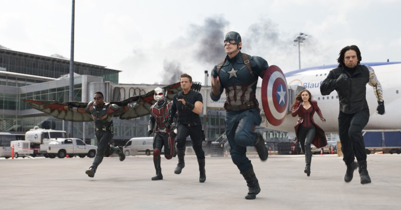 Anthony Mackie, Paul Rudd, Jeremy Renner, Chris Evans, Elizabeth Olsen, Sebastian Stan ve filmu Captain America: Občanská válka / Captain America: Civil War