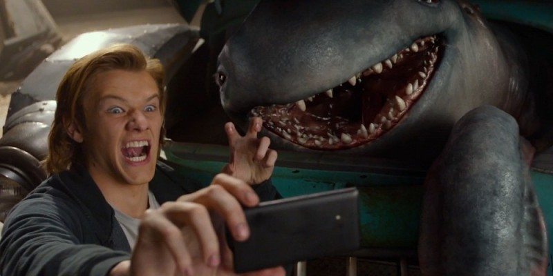 Lucas Till ve filmu  / Monster Trucks