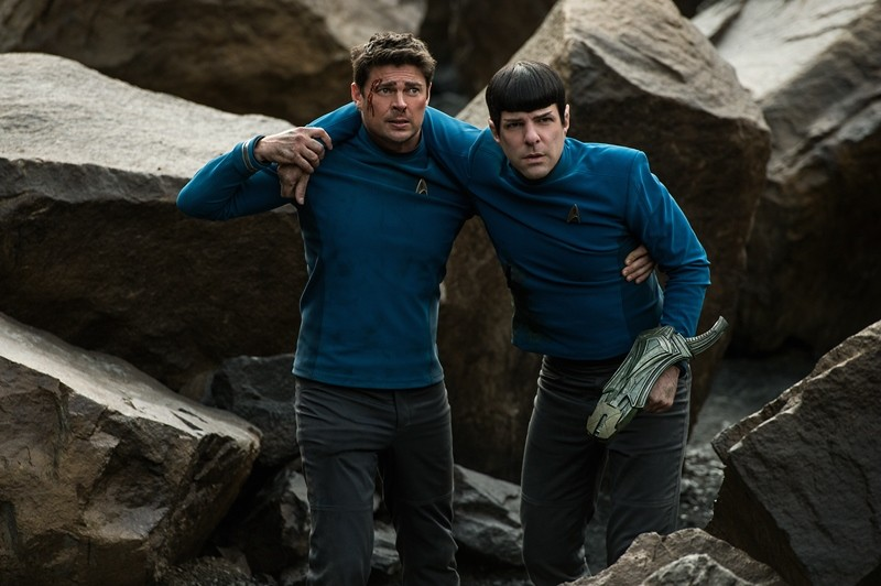 Karl Urban, Zachary Quinto ve filmu Star Trek: Do neznáma / Star Trek Beyond