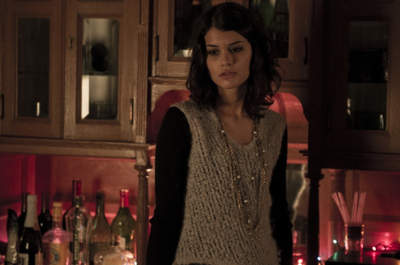 Sofia Black-D'Elia ve filmu Jedna noc / The Night Of