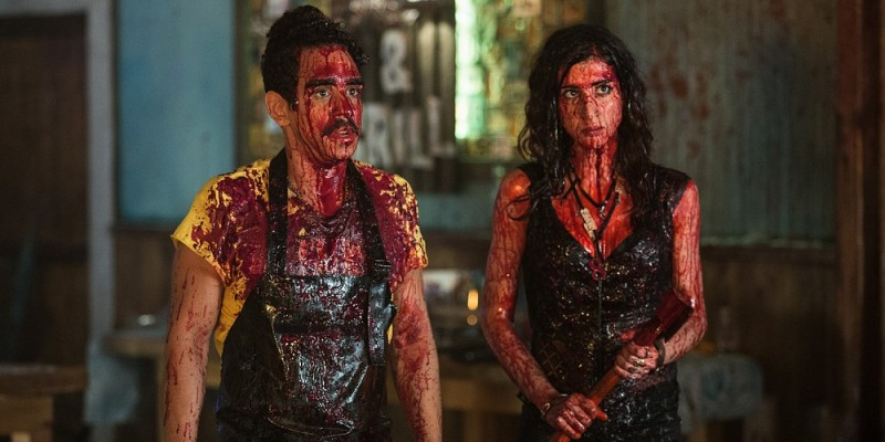 Ray Santiago, Dana DeLorenzo ve filmu Ash vs Evil Dead - Home /