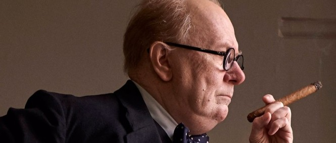 Gary Oldman jako Winston Churchill v traileru Darkest Hour