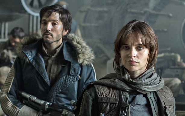 Felicity Jones, Diego Luna ve filmu Rogue One: A Star Wars Story / Rogue One: A Star Wars Story