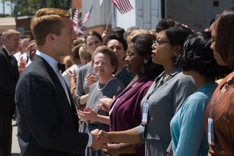 Glen Powell, Octavia Spencer, Taraji P. Henson ve filmu Skrytá čísla / Hidden Figures