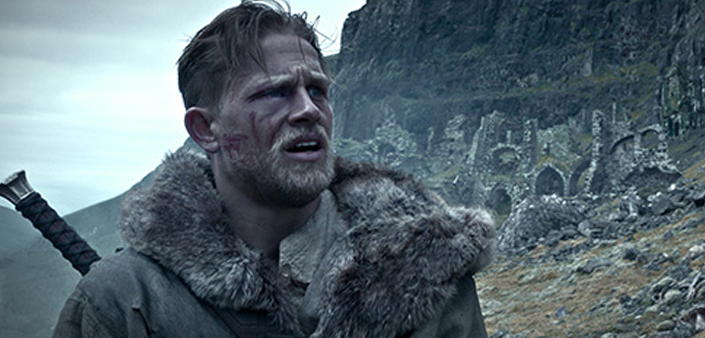 Charlie Hunnam ve filmu Král Artuš: Legenda o meči / King Arthur: Legend of the Sword