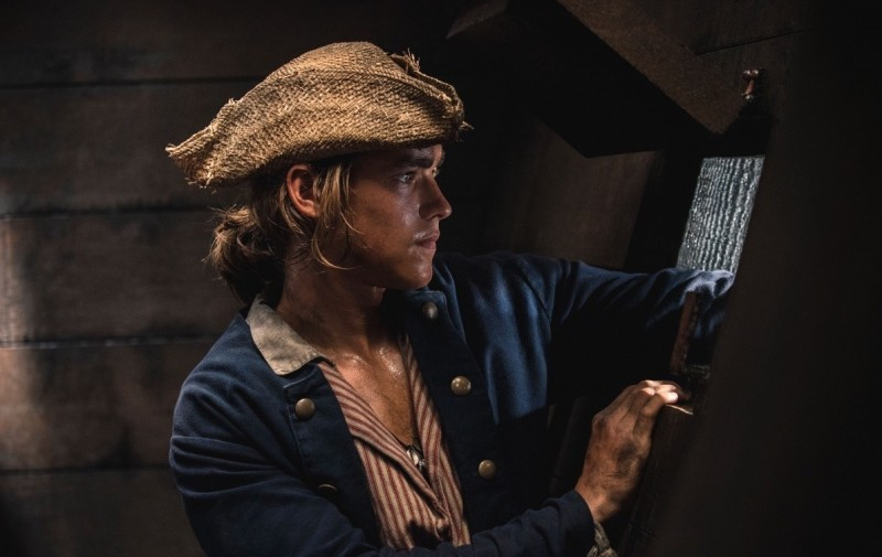 Brenton Thwaites ve filmu Piráti z Karibiku: Salazarova pomsta / Pirates of the Caribbean: Dead Men Tell No Tales