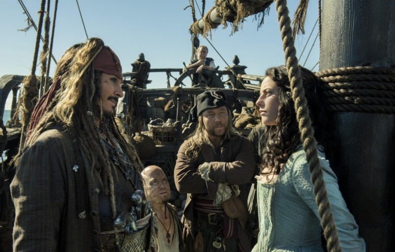 Kaya Scodelario, Johnny Depp ve filmu Piráti z Karibiku: Salazarova pomsta / Pirates of the Caribbean: Dead Men Tell No Tales
