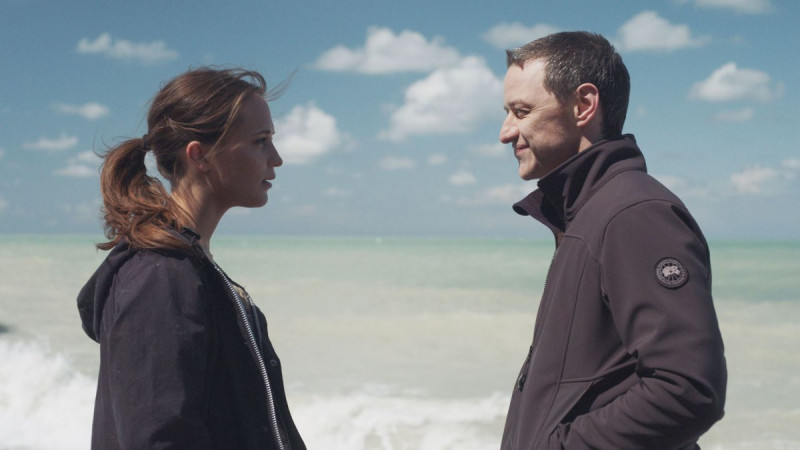 James McAvoy, Alicia Vikander ve filmu Až na dno / Submergence