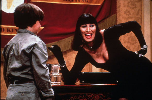 Anjelica Huston ve filmu Čarodějky / The Witches