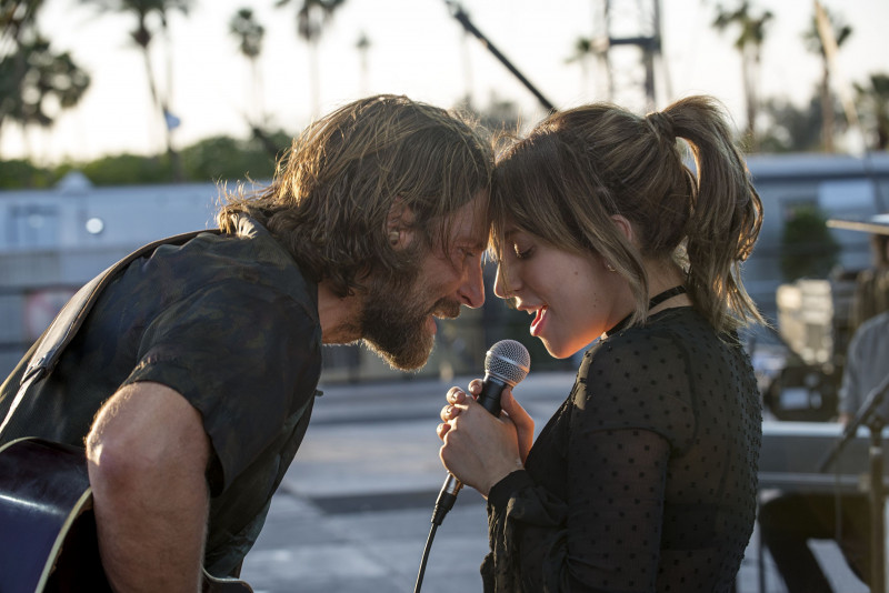 Bradley Cooper, Lady Gaga ve filmu Zrodila se hvězda / A Star Is Born
