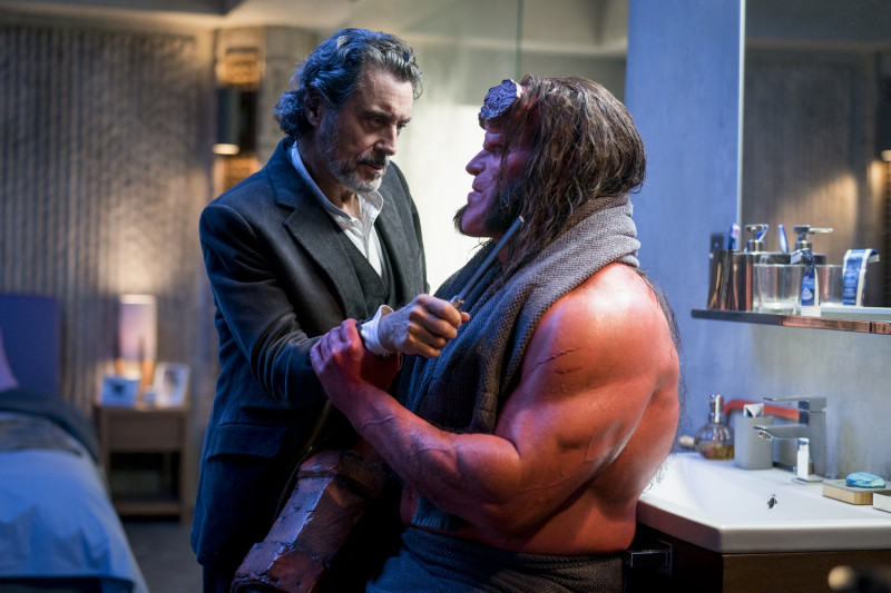 Ian McShane, David Harbour ve filmu Hellboy / Hellboy