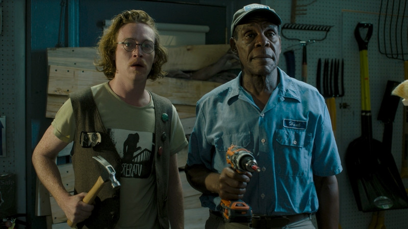 Caleb Landry Jones, Danny Glover ve filmu Mrtví neumírají / The Dead Don't Die