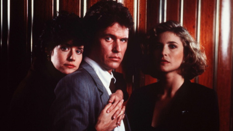 Tom Berenger, Mimi Rogers, Lorraine Bracco ve filmu Ten, kdo mě hlídá / Someone to Watch Over Me